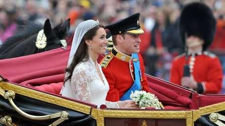 No dia do casamento, o duque e a duquesa de Cambridge foram levados de carruagem da Abadia de Westminster para o Palácio de Buckingham