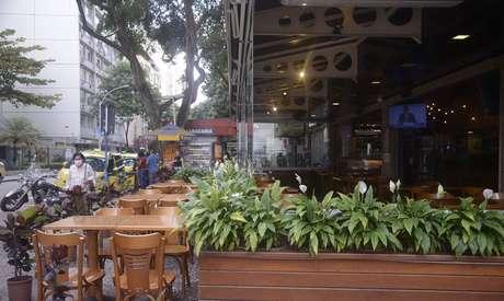 Restaurantes e bares podem reabrir a partir desta sexta-feira