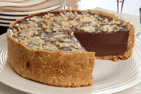 Torta cremosa de chocolate e amendoim