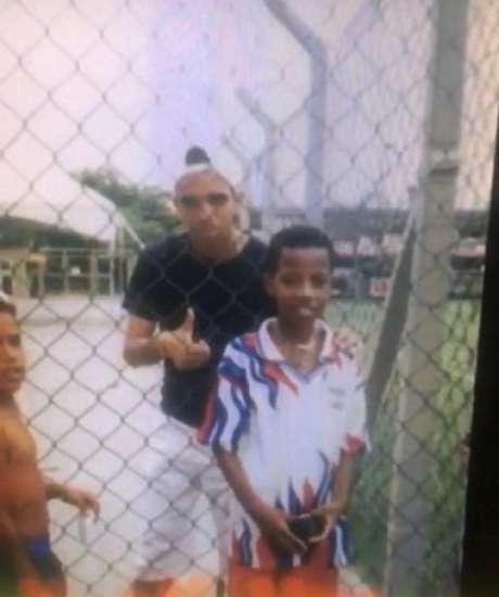 Tchê Tchê ttinha ido ver um  treino do São Paulo e pediu uma foto com o então jovem Tardelli. Agora eles estão juntos no Galo-(Dvulgação/Atlético-MG)