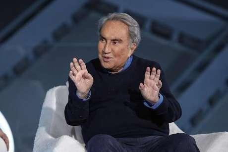 Jornalista Emilio Fede foi diagnosticado com Covid em novembro