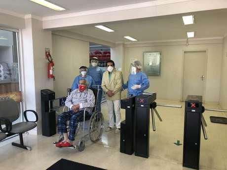 Em 2020, João Crescênio deixou hospital ao se recuperar do coronavírus (Claudemir Pereira/Hospital de Caridade Astrogildo de Azevedo)