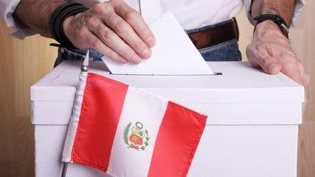 Seis dos 18 candidatos no Peru têm chances de chegar ao segundo turno da eleição mais acirrada dos últimos anos