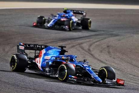 Fernando Alonso e Esteban Ocon tiveram fim de semana difícil no Bahrein