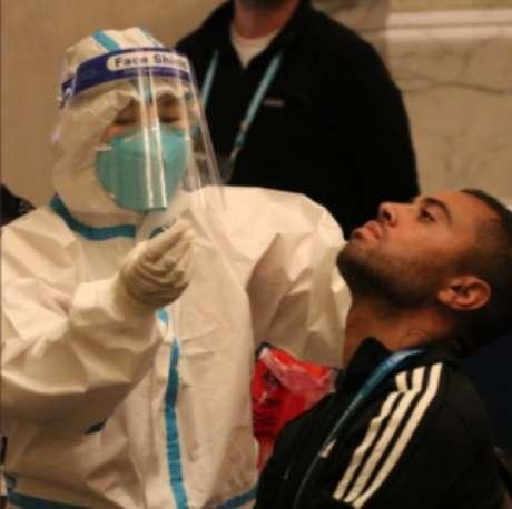 Ao redor do mundo, ligas de futebol precisaram se cercar de novas medidas sanitárias (Reprodução: twitter)