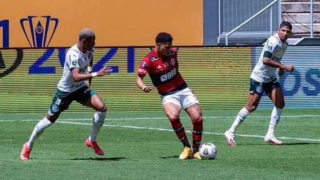 João Gomes em campo contra o Palmeiras. Maarcelo Cortes / Flamengo