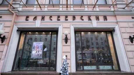 Fachada da loja, localizada em uma das ruas mais movimentadas de Moscou