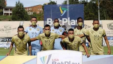 Time colombiano é obrigado a jogar com apenas sete jogadores em meio a surto de covid-19