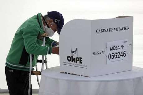 Equador e Peru vão às urnas para escolher novos presidentes