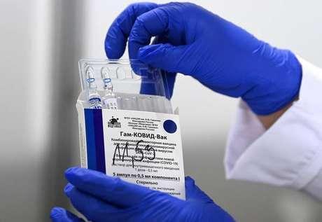 Especialistas visitaram instalações responsáveis pela produção da vacina