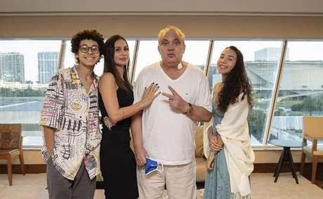 Branco e família quando retornou a casa após receber alta no hospital e se recuperar da Covid-19 (Foto: Reprodução/Instagram)