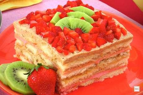 Guia da Cozinha - Pavê de morango e kiwi: sobremesa refrescante e deliciosa