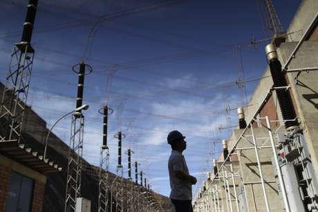 Equipamentos para geração de energia em Itumbiara (GO)  09/01/2013 REUTERS/Ueslei Marcelino