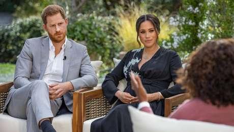 Harry e Meghan deram entrevista à Oprah para falar dos motivos de sua saída