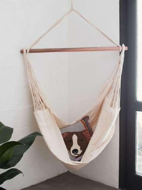 10. A almofada estampada trouxe charme para a rede cadeira. Fonte: Pinterest