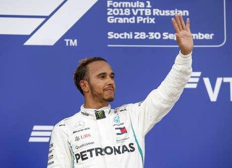 No GP da Rússia de 2018, uma ordem de equipe fez Lewis Hamilton ultrapassar Valtteri Bottas e conquistar a vitória