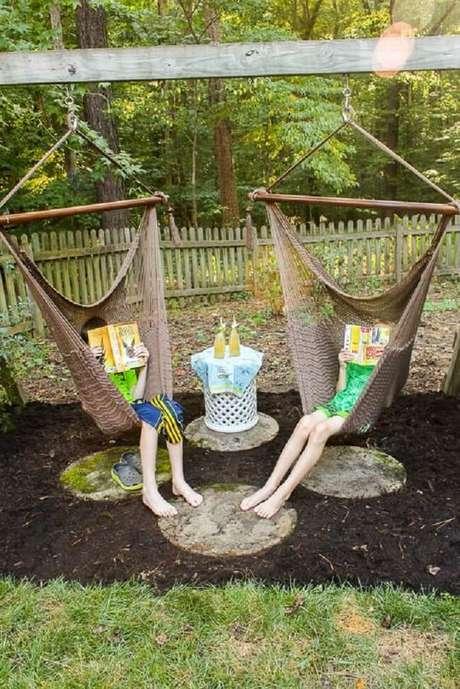 25. Crie um cantinho da leitura com a rede cadeira. Fonte: Pretty Handy Girl