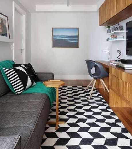 74. Sala pequena decorada com modelo de tapete geométrico preto e branco – Foto: ACF Arquitetura