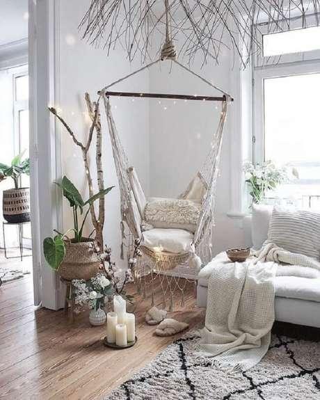 40. O cordão de luz pode decorar sua cadeira de rede suspensa. Fonte: Pinterest
