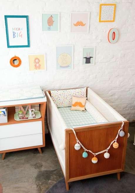 17. Quarto de bebe retro com decoração minimalista – Foto Uau Baby