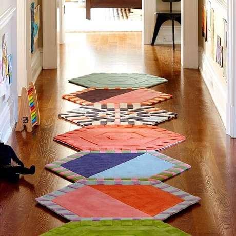 8. Modelo de tapete de retalho para decoração de corredor – Foto: Revista Artesanato