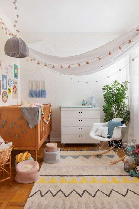 4. Quarto de bebe retro com decoração clara e minimalista – Foto Mimoo Toys
