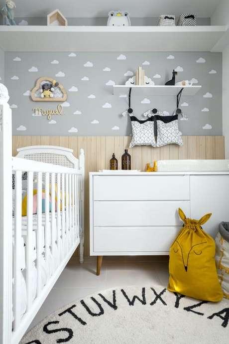 61. Quarto de bebe retro branco – Foto NaToca Desig