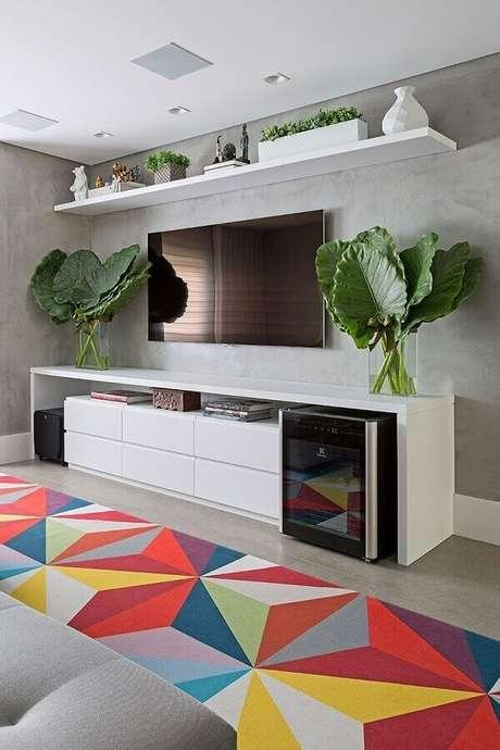 10. Modelos de tapetes coloridos são ideais para deixar sua decoração mais alegre e divertida – Foto: Casa de Valentina