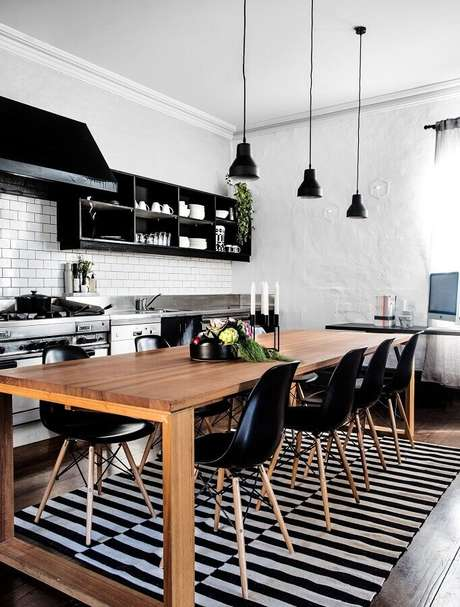 33. Modelo de tapete listrado para decoração de cozinha estilo industrial – Foto: Lovingit