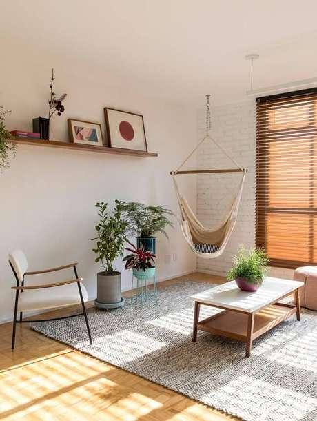 1. A rede cadeira de balanço decora a sala de estar. Fonte: INÁ Arquitetura
