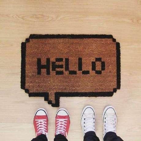 25. Modelo de tapete capacho para decoração de porta de entrada – Foto: Amber and Honey