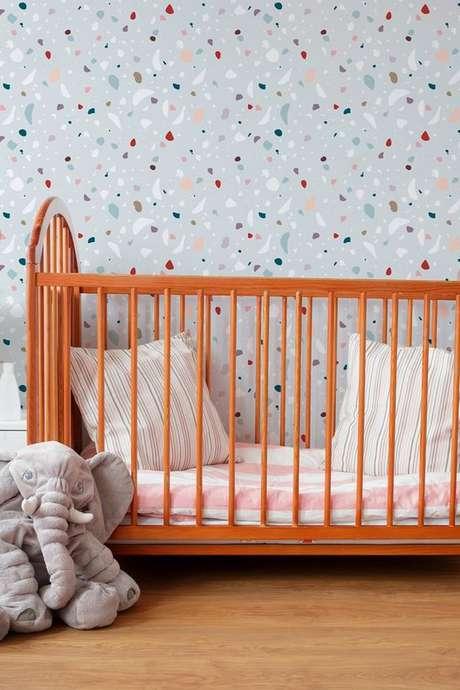 50. Quarto de bebe com papel de parede granilite cinza – Foto Papel Decor