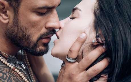 Beijo nos dá paz, confiança e ainda ajuda a gastar calorias