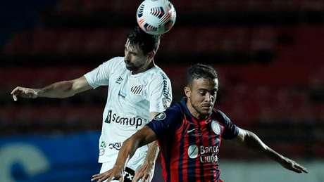 Santos venceu o jogo de ida por 3 a 1 na semana passada (Foto: AFP)
