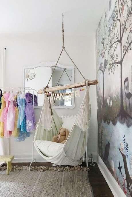 11. A cadeira de rede suspensa decora e traz conforto para o quarto infantil. Fonte: Pinterest