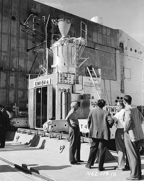 Teste do KIWI, um reator de propulsão nuclear.