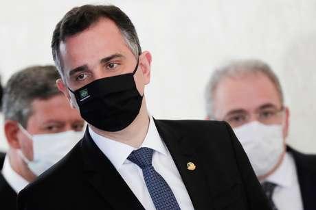 Presidente do Senado, Rodrigo Pacheco, chega para entrevista coletiva em Brasília 31/03/2021 REUTERS/Ueslei Marcelino