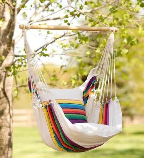20. As cores da rede cadeira trazem alegria para a área externa. Fonte: Pinterest