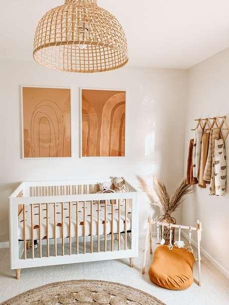 59. Quarto de bebe retro branco e madeira – Foto Lunaros Essestial