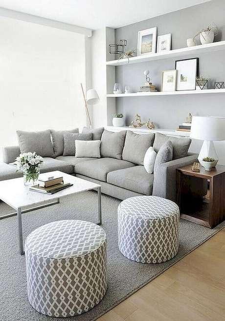 58. Modelos de tapetes para sala de estar decorada em tons de cinza – Foto: Archzine