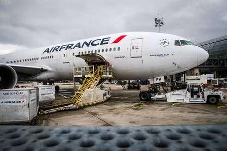 Avião da Air France no Aeroporto Charles de Gaulle, perto de Paris