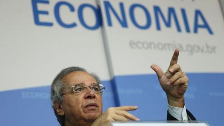 """O ministro da Economia, Paulo Guedes, tem comemorado os fortes resultados do Novo Caged como parte de uma suposta """"recuperação em V"""" da economia brasileira"""