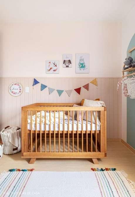 15. Quarto de bebe retrô com berço moderno – Foto Historias de CAsa