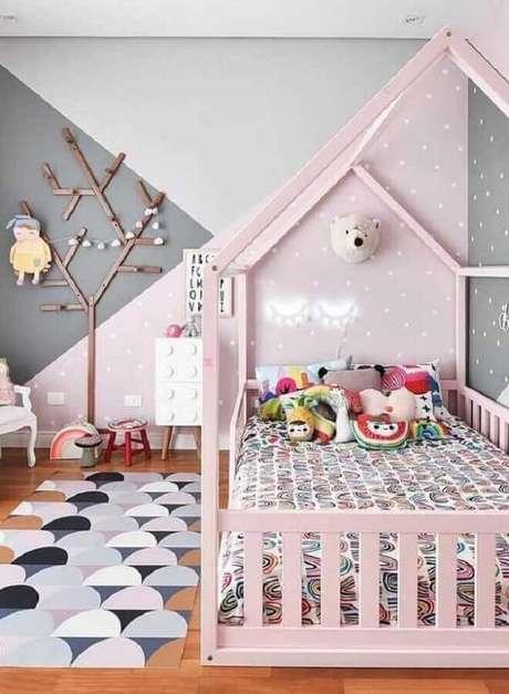 28. Modelos de tapetes emborrachados também são ótimos para decorar quarto infantil – Foto: Pinterest