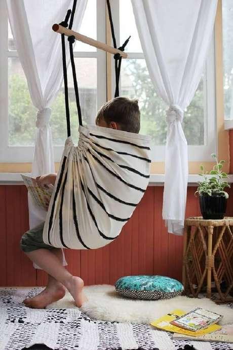5. As crianças e adultos podem aproveitar a rede cadeira para ler livros. Fonte: Pinterest
