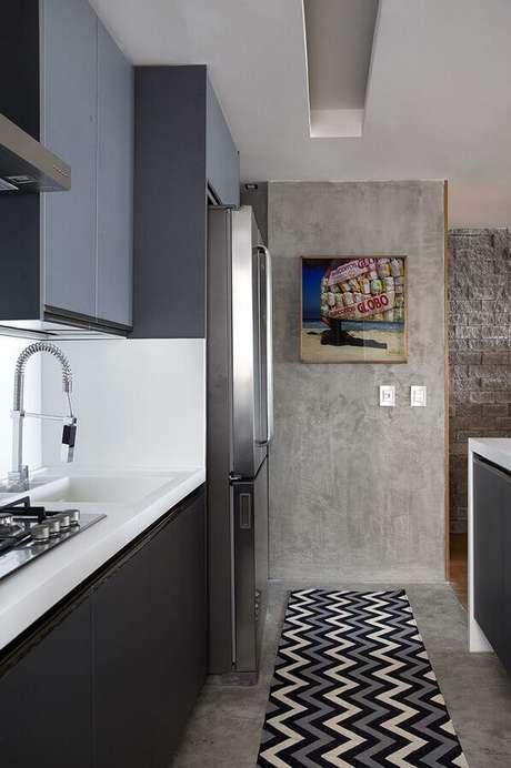 23. A passadeira emborrachada é um dos modelos de tapetes mais usados na cozinha – Foto: Home Fashion Trend