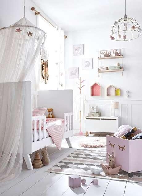 1. Quarto de bebe retrô branco e rosa feminino – Foto Vertbaudet