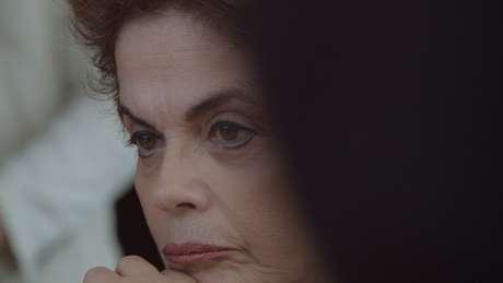 Filme acompanha a intimidade da ex-presidente Dilma durante o processo de impeachment