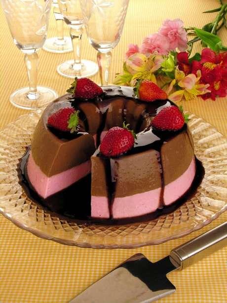 Guia da Cozinha - Receita de pudim sorvete de chocolate e morango