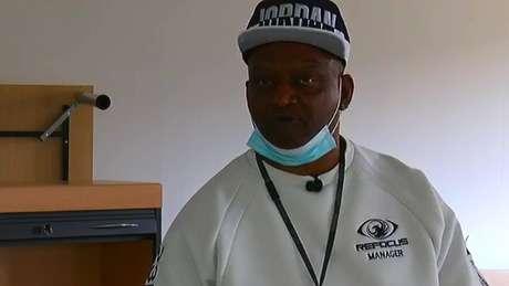 Lennox Rodgers, da instituição de caridade Refocus, ajudou a família do jovem recrutado por criminosos